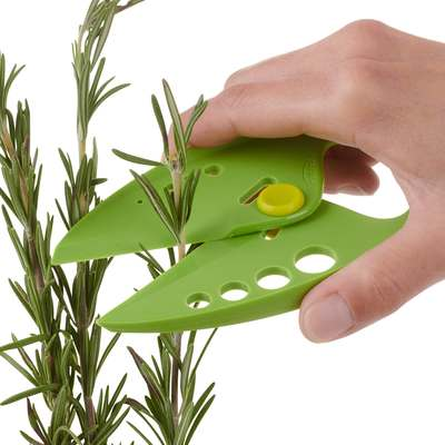 <BR>Easily fits in the palm of your hand to trim and cut herbs and greens