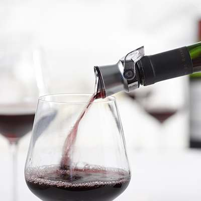 <BR>To pour, simply place on top of the bottle and tilt handle