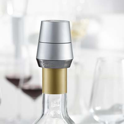 <BR>To seal your bottle, turn the top of the stopper until you hear a click. Turn again to release the stopper