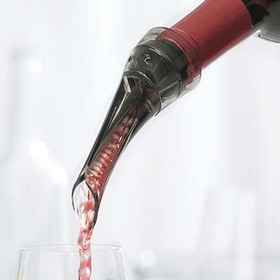 <BR>Performance-engineered to boost the injection of air into the wine - equivalent to 30 minutes of traditional decanting