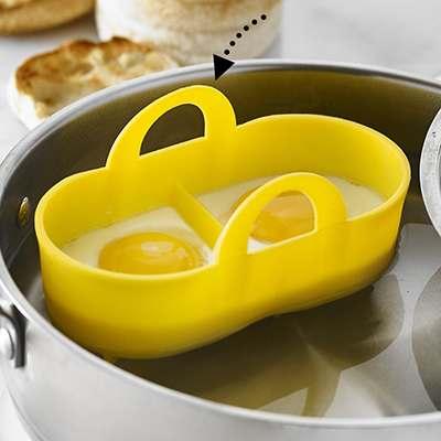 <BR>Manipulation facile de la casserole à la table